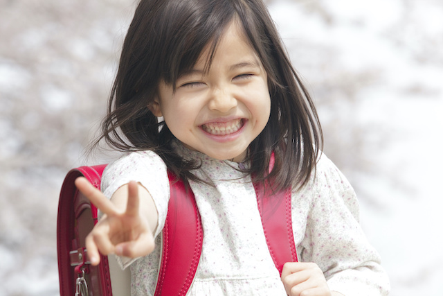 ジャパンボックス | A girl at a public elementary school in Japan